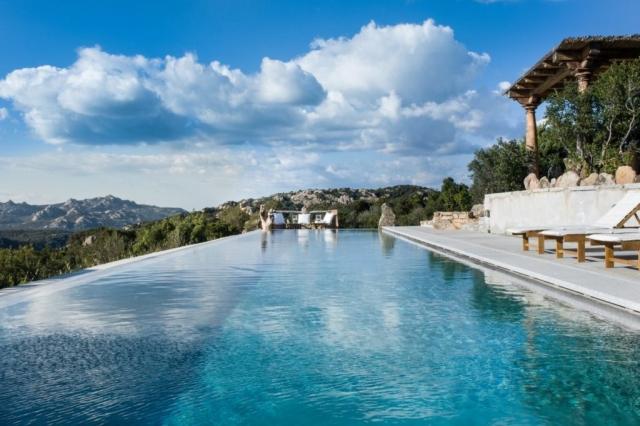 piscina villa sardegna