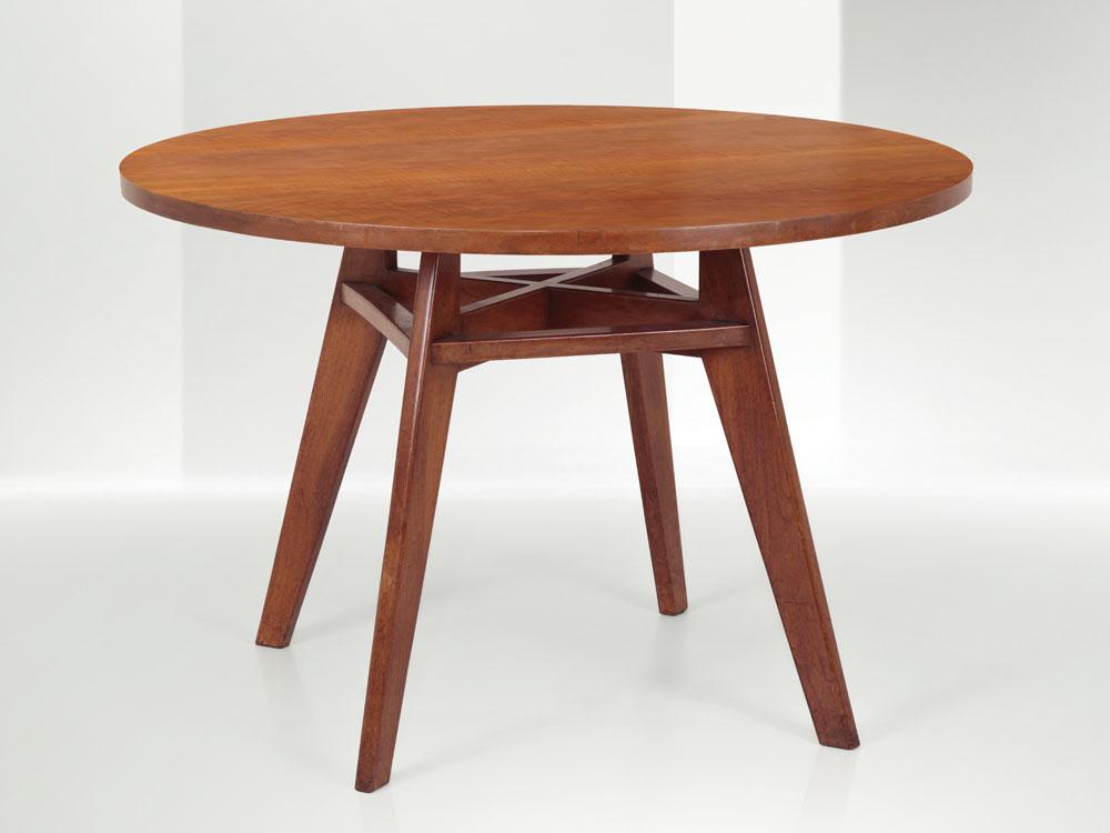 Franco Albini - Tavolo da pranzo con struttura e piano in legno.