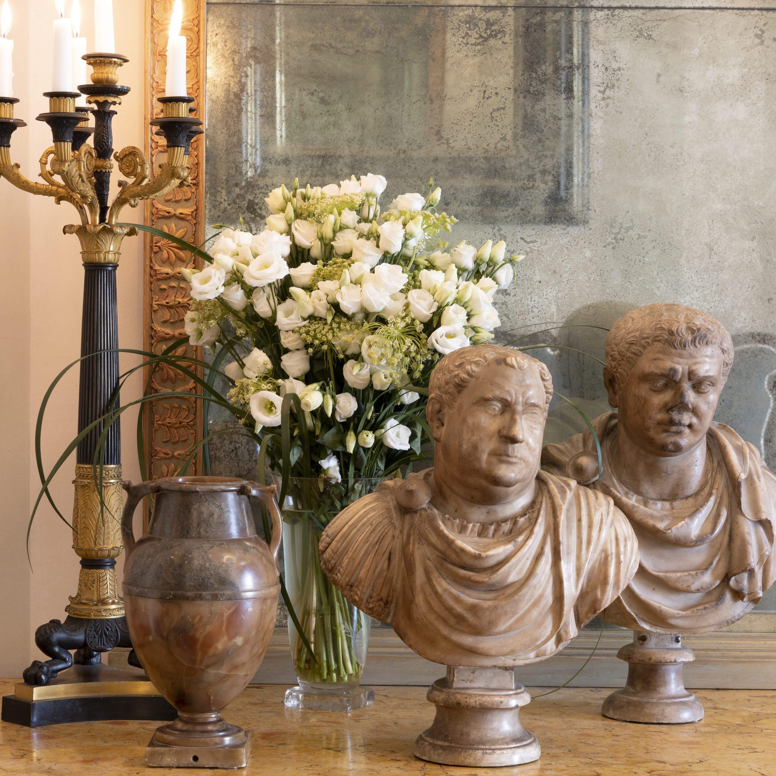 Busti degli Imperatori , Traiano (53-117 d.C.), Cesare (100-44 a.C.) Vitellio (15-69 d.C.) Tito (9-79 d.C.). Marmo Arte tardo-rinascimentale Roma, seconda metà del XVI secolo. Stima: 50.000 - 70.000 euro.